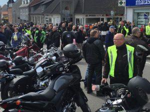 Motorcyklerne fylder hovedgaden i Bræstrup