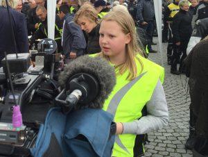 Hovedpersonen Margit bliver interviewet af TV syd